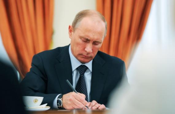 Право: Путин подписал закон о снижении страховых взносов